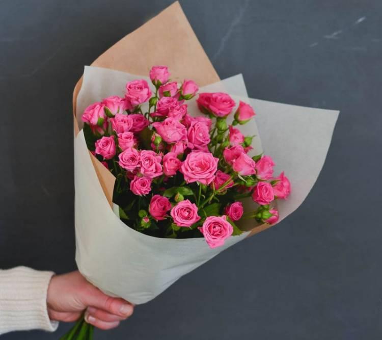 Спиртного закуски, букеты из кустовых маленьких роз